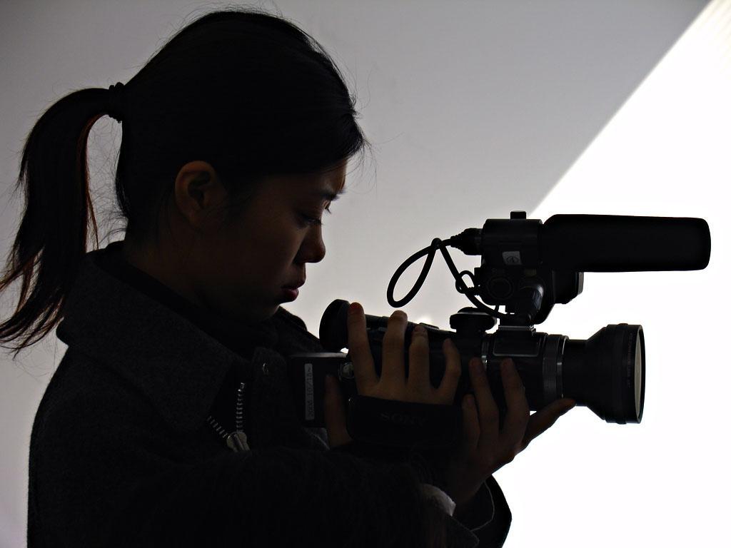07122007_camerawoman.jpg