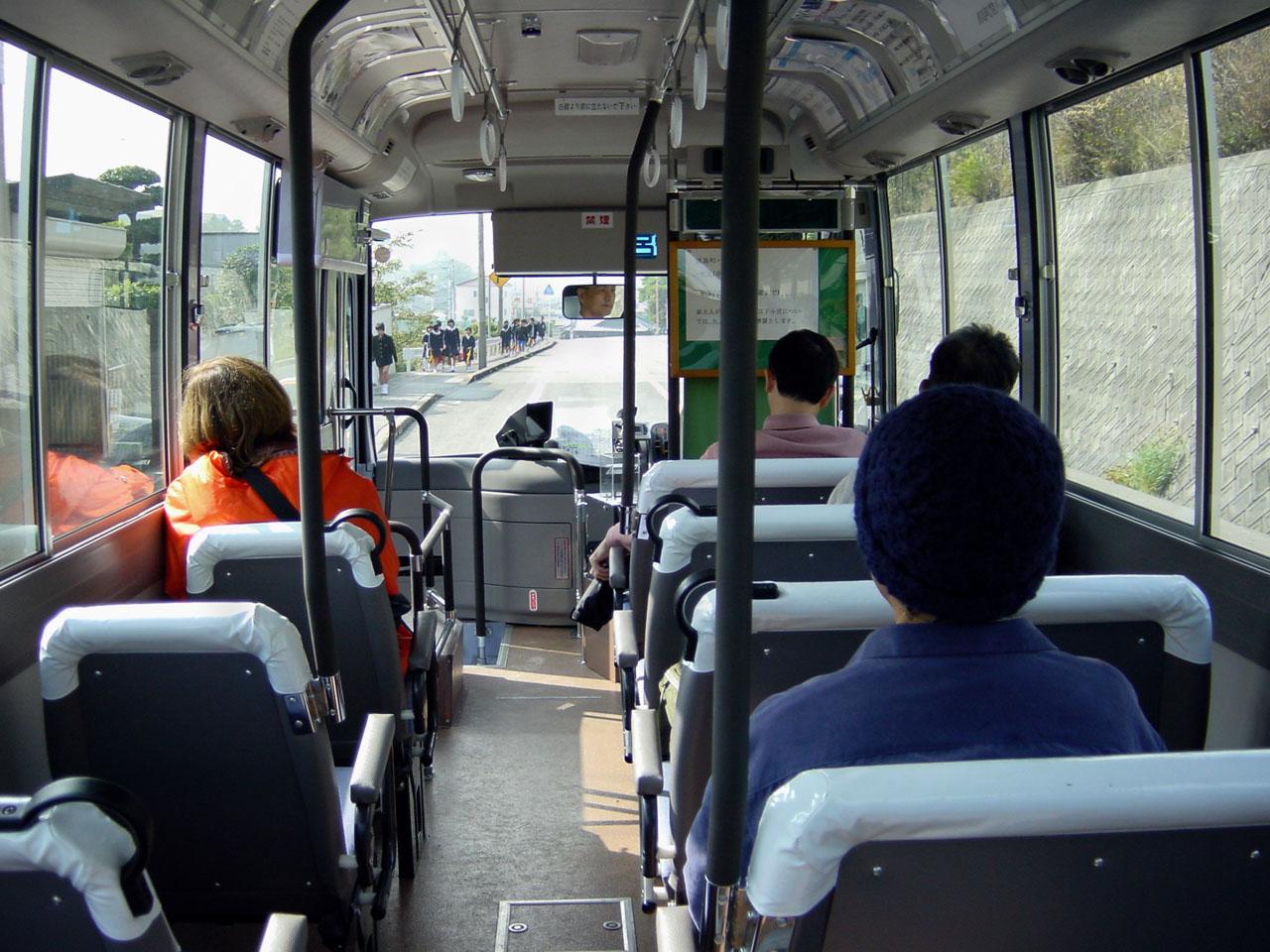 naoshima bus2 01.11.2002
