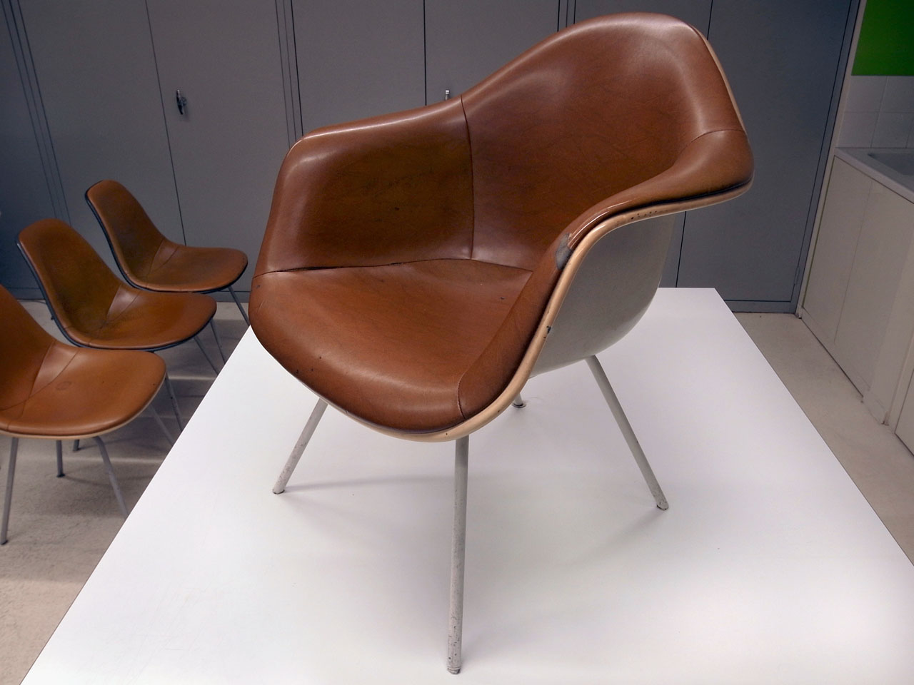 Jlggbblog2 eames for Chaise coque eames