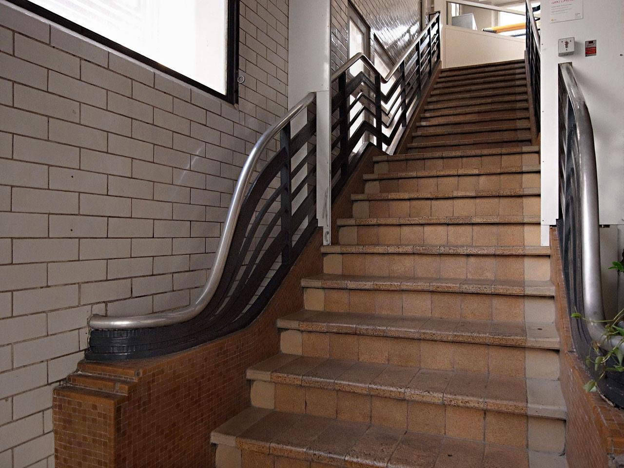 jlggbblog2 escalier. Black Bedroom Furniture Sets. Home Design Ideas