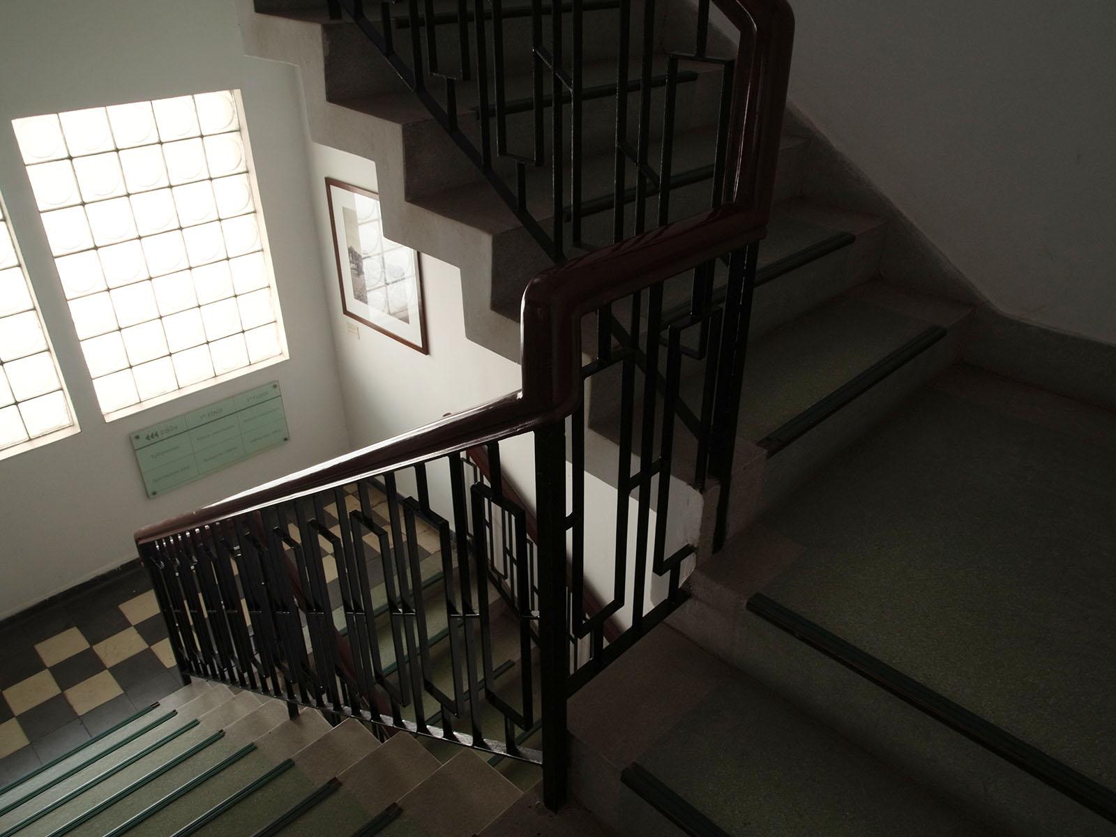 bophana-escalier