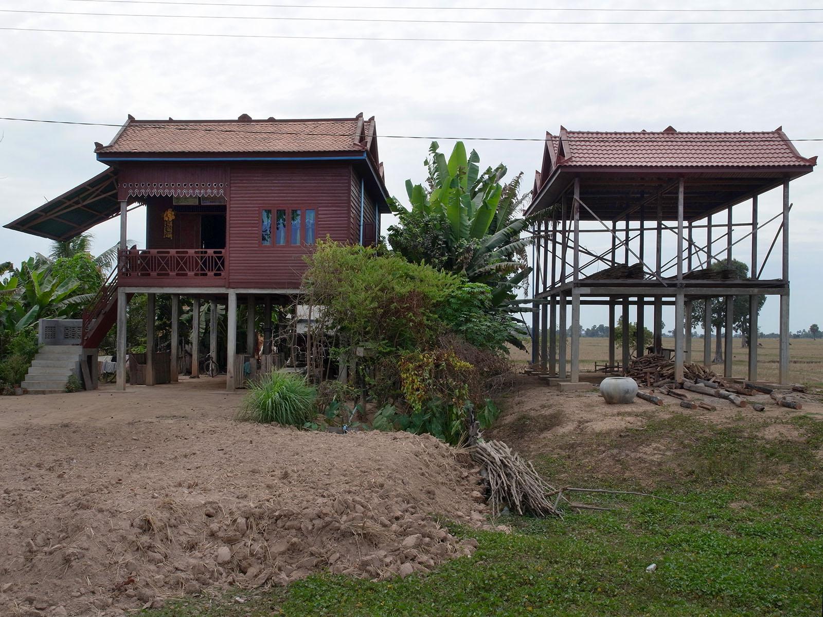deux-maisons-une-en-construction