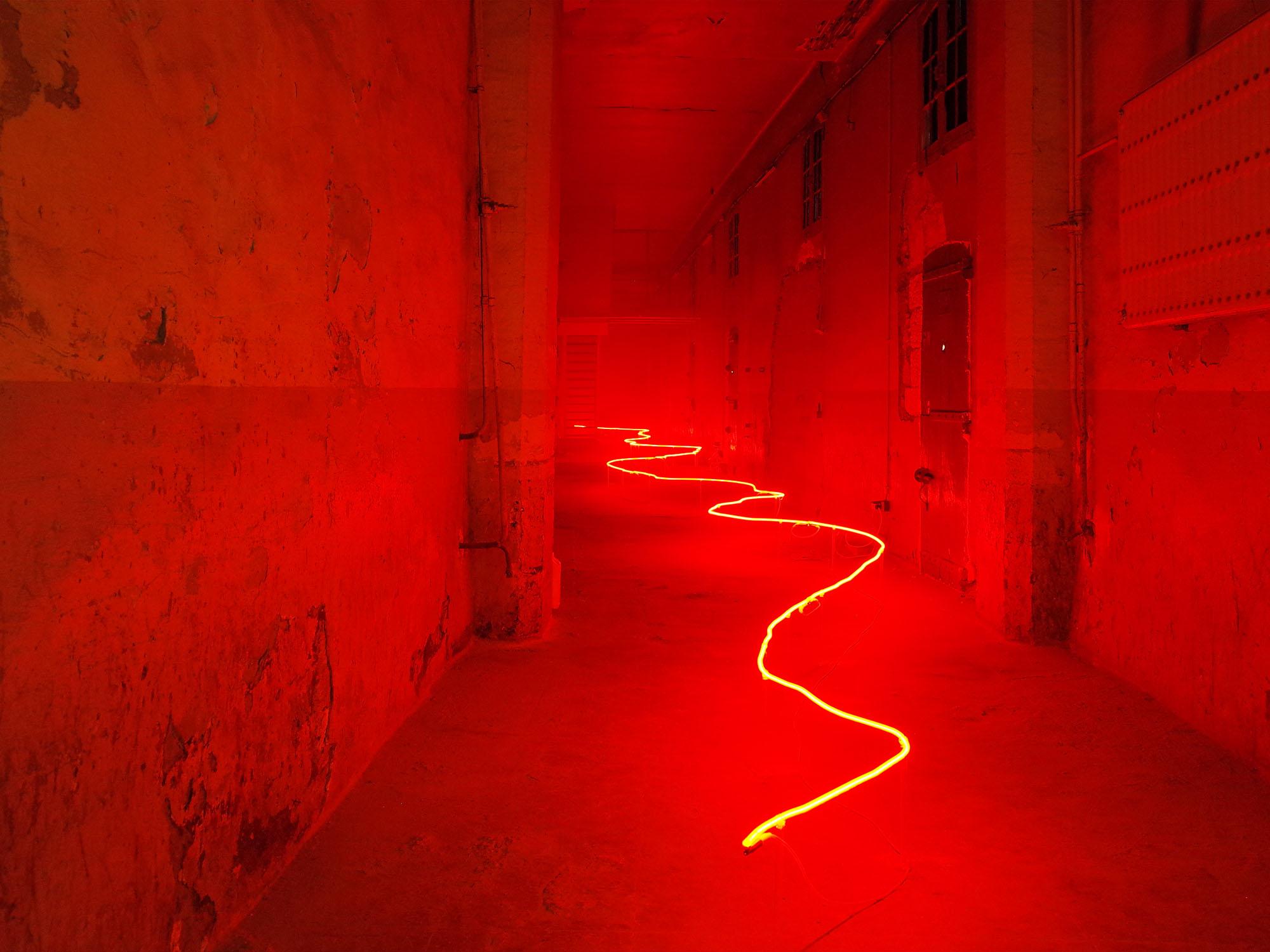 leveque neon rouge avignon